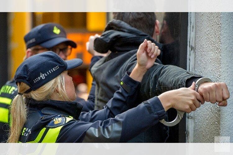 Politieagenten belaagd ; Oproep getuigen